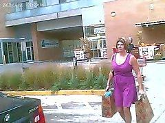 Bir Seksi Kadın Upskirted - Hoş onu Mor Giysi Giydirme Shot !