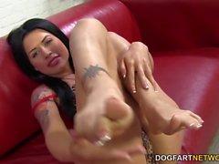 Eva Angelina wichst von BBC mit ihren sexy Füßen