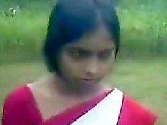 Young Indian Mädchen mit einem Blasen