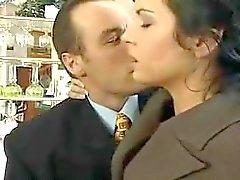 Infiel Wife fue atrapado por el esposo