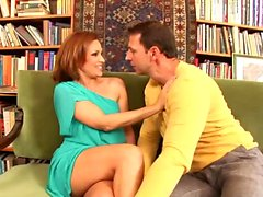 La moglie calda ama il cazzo duro di suo marito