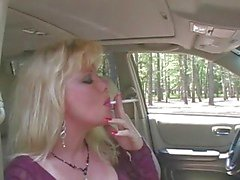 Het Blond MILF Smoking & Sugande I Fishnets & Heels