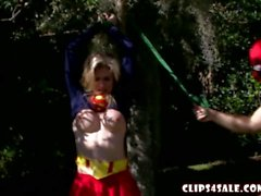 Cory Chase de Súper Gurl destruido por Deadpool