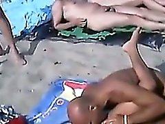 Sexuales en la playa pública