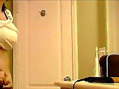 Девушкой снято Переодевшись скрытой камеры