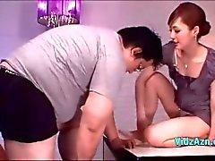 Aasian tyttö saa hänen Nänni imi Pussy nuolaisi Giving Blowjob Fat Guyvastaanotto