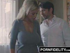 PORNFIDELITY Bridgette B välkomnar hennes brorhem