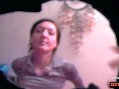 Hausfrau abgeschleppt und heimlich gefilmt