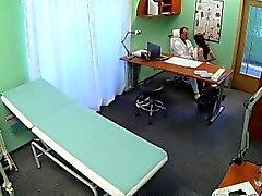 FakeHospital doctor cura de pacientes sexy con sexo