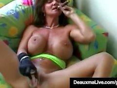 Дымиться Cougar Диаксма Bangs Ее пизда и жопа с сигарой