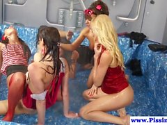 Les euro piss lovers pussylicking in group