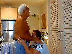 Erick y el abuelo caliente