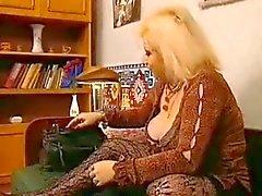blonde mom 2