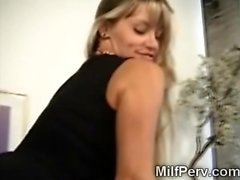 MILF enjoys a pussy licking in the office