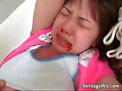 Vastgebonden Aziatische chick krijgt nauwelijks