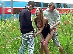 Public sex gangbang med underbara teen 2