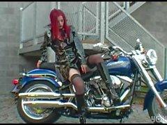 Ariel Пайпер Fawn Езда на мотоцикле