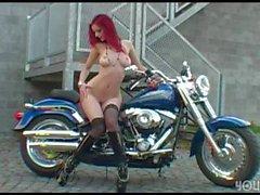 Ariel Piper Fawn Radfahren