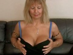 Hairy mom at home pussy rub