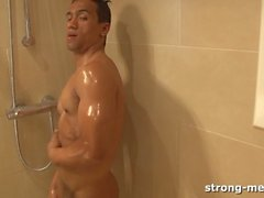Alex Ferretto i duschen