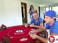 Otebal toisen Mansissa vaimosi sen jälkeen pokeripelissä Kendra Lust MILFs etsii Poikien HD