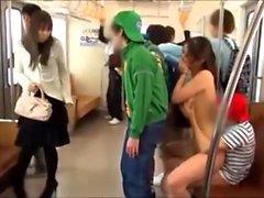Aasian blowjob on julkisen kylpyhuoneen pilttuu