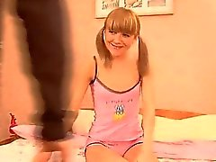 Sweet Babe verkracht in 3some