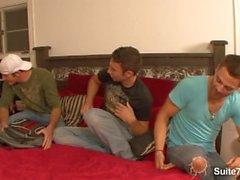 Sexiga homofile näven på Threesome