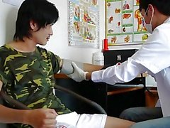 Asian Boy Riceve i Kinky medicina rettale esame