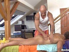 Homem Shaggy adquire uma anal colheradas de massagista