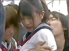 Teengirls Chocado tateou em trem