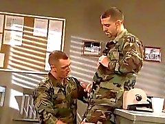 baise entre militaires