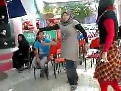 Arabisch Hijabi Whore Tanzen dreizehn
