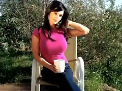 Denise Milani reizvolle Rosafarbenen Hemd - Non Nackt