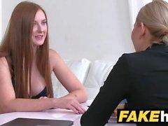 Nainen agentti Hot punapää tekee blondi seksikäs cum suuhunsa