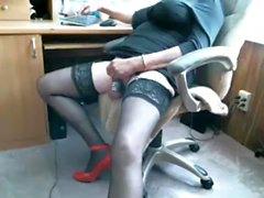Solo Homosexuell Masturbation in einem Büro