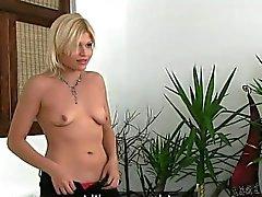 Fake Agenten fickt kleinen Titten blonde Amateur Babe