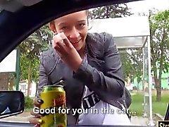 Тесная подростка Vanessa Родригеса бескостное в машине