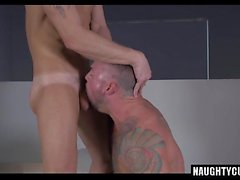 Big dick gay flip flop con el facial