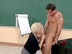 Горячие Бабуля Пума Учитель Banging В Класс