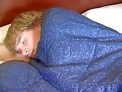 Vati aufwacht einer Junge seinen Sohn nicht