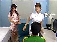 Érotique filles japonaises Strap Guy