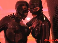 Zwei Latex Girls At Spa Teil 2