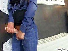 Glory Hole schätzchen masturbiert mit Dildo cremig
