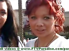 Rita ve Madeline sıcak esmer lezbiyen kadınların kamu yanıp sönen memeler