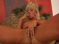 Good looking mature blonde Sadie takes vibrator