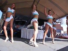 Seksikkäät babet Sitomisleikit tanssii hyvin seksikäs on huolehdittava
