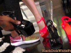 Gepflogene Babe Füße spritzen