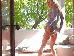 Heather Vandeven masturbiert außerhalb