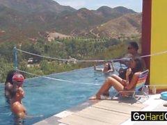 Parte de la piscina al aire libre Chayse Evans Candice Nicole part2